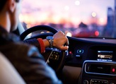 Comment diffuser la musique de son smartphone sur son autoradio ?