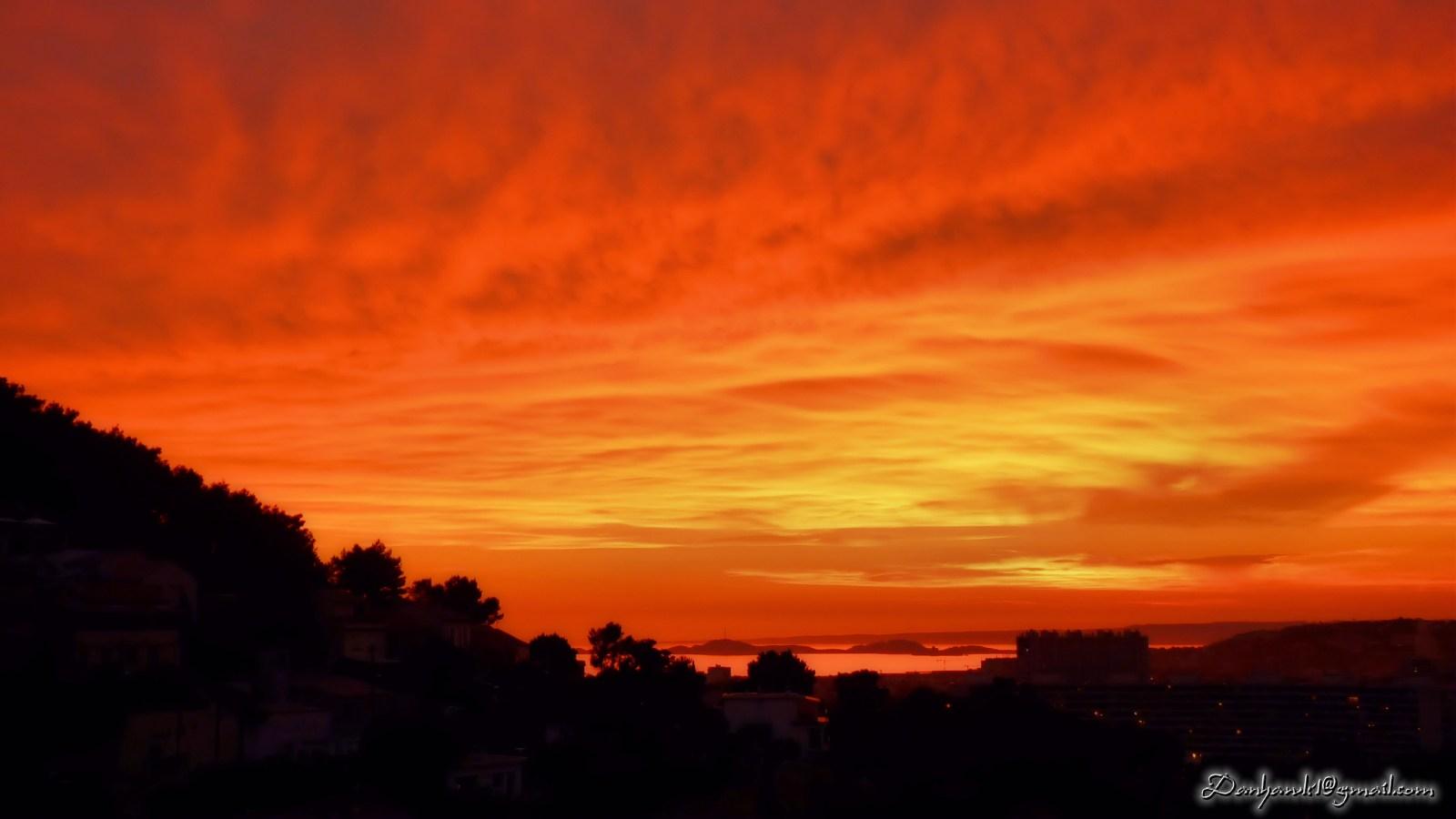 T l charger fonds d 39 cran coucher de soleil sur les les de marseille gra - Mac dan orange les vignes ...
