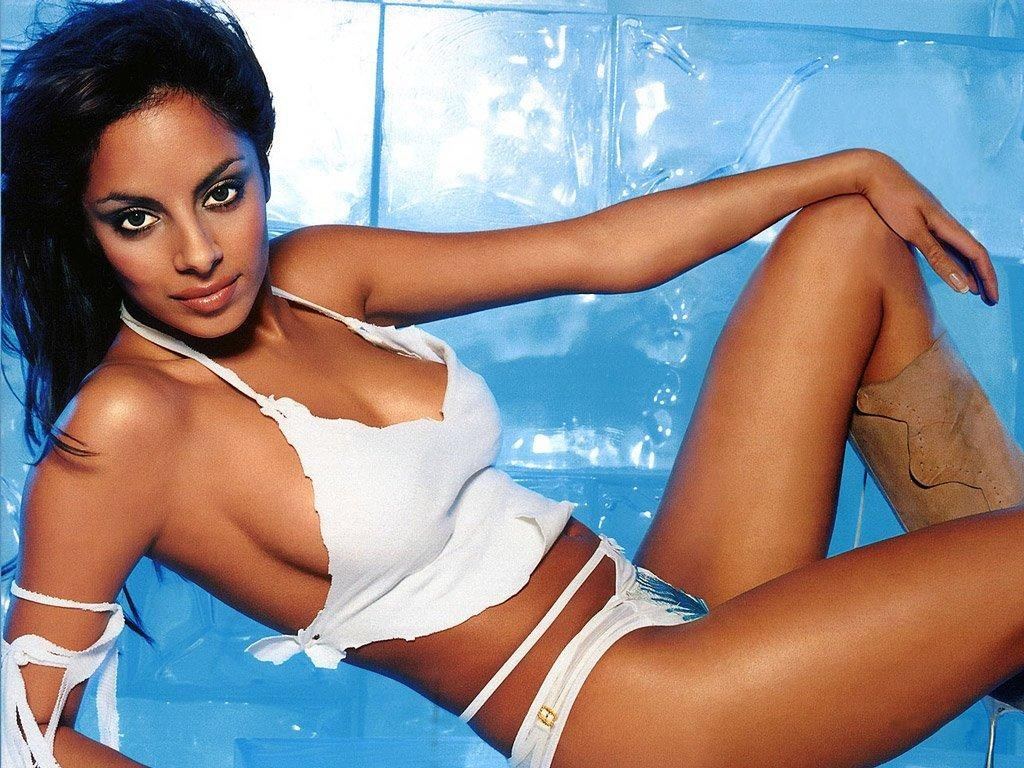 Fernandes hot collien Bikini Celebrities: