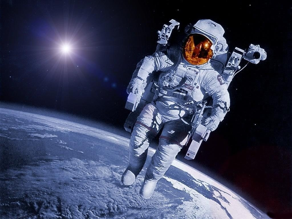 http://images.toocharger.com/img/graphiques/fonds_d_ecran/espace/astronautes/astronaute.2274.jpg