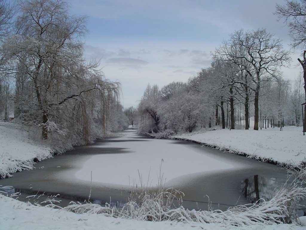 Allez, quelques images de neige avant qu'elle ne nous quitte ... dans Belles images riviere_gelee.37126