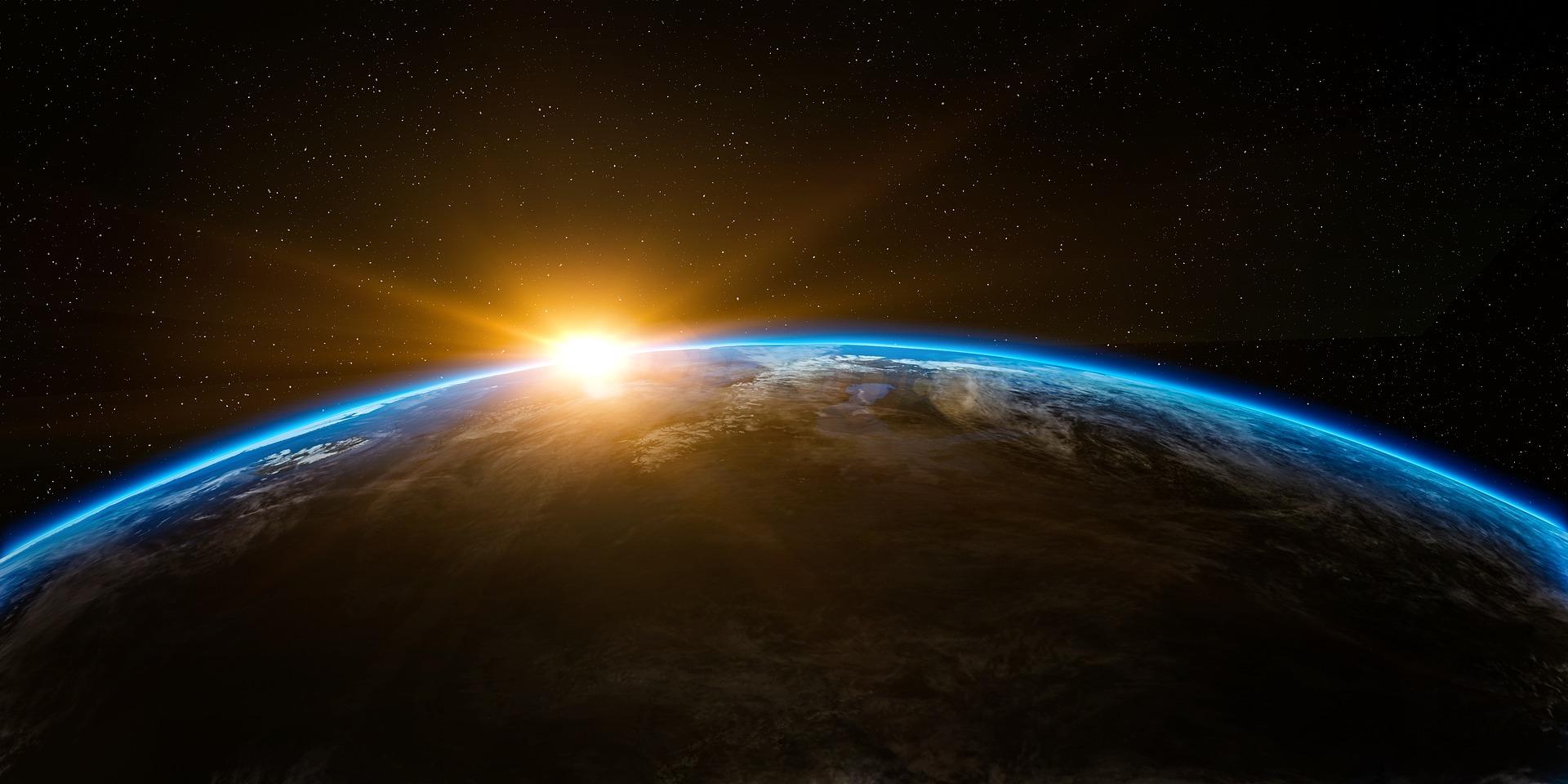 Lever de soleil derrière la terre