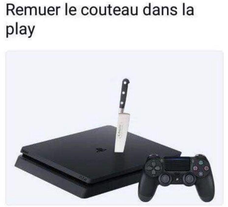Remuer le couteau dans la Play