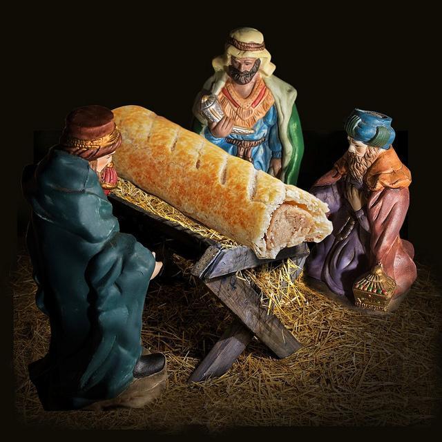 Jésus remplacé par un feuilleté à la saucisse dans la crèche