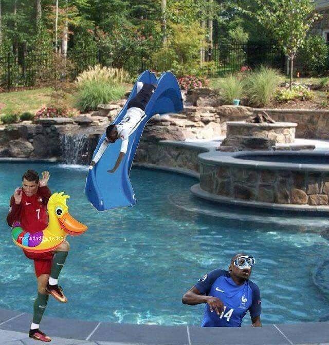 T l charger photos euro 2016 ronaldo dans la piscine gratuitement for Piscine 20000 euros