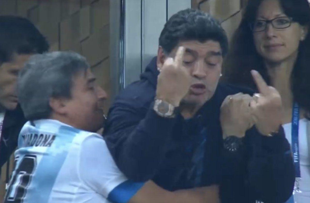 Maradona doigts d'honneur